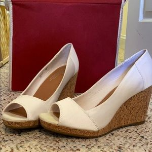 Toms wedges white
